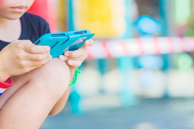 children-digital-screen-time-harmful-manage-2