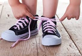 childcare-parenting-tying shoelaces-mistakes-independence