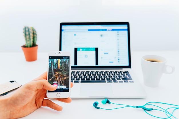 phone-laptop-instagram-facebook-lessen screen time-addiction